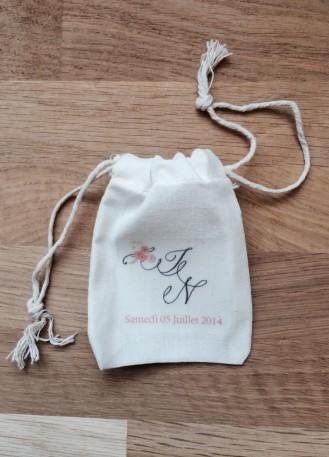 Pochon, sac en coton avec initiales des mariés pour cadeaux invités ou dragées