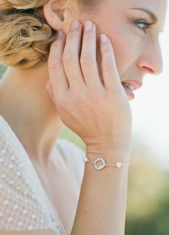 "Bracelet mariage ""Garance"" avec serti et perles nacrées"