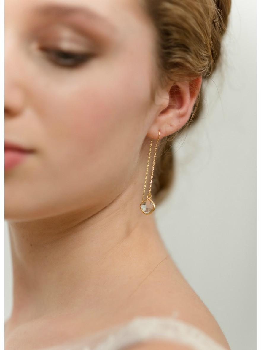 boucles d 39 oreilles mari e bonnie pendantes avec sertis moderne so h lo. Black Bedroom Furniture Sets. Home Design Ideas