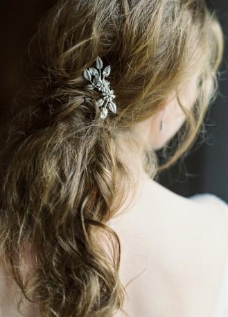 """Pic """"Charlie"""" avec cristaux et fleur pour votre coiffure de mariée"""