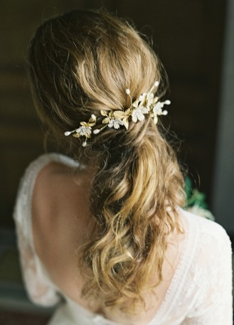 """Bijoux de tête """"Caroline"""" avec rose et perles d'eau douce"""