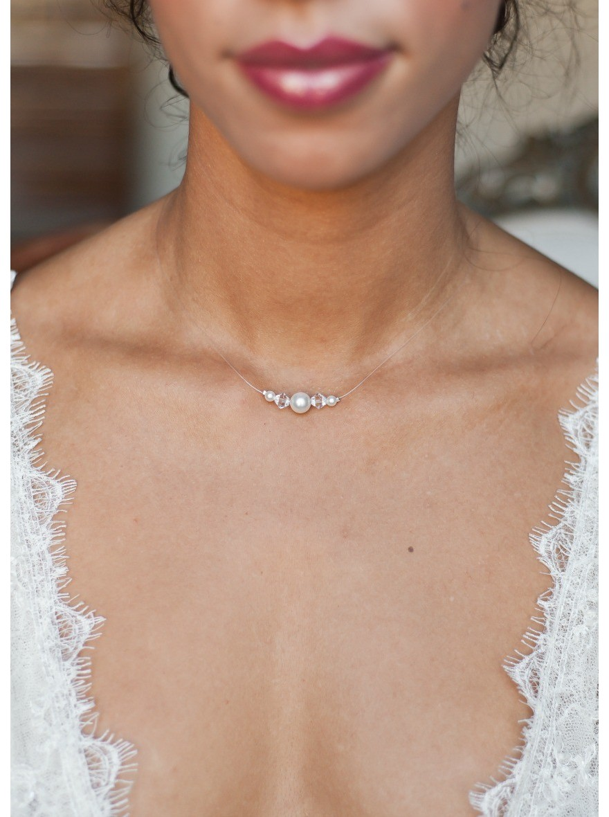 collier de mari e innocence avec perles de cristal et perles nacr es. Black Bedroom Furniture Sets. Home Design Ideas