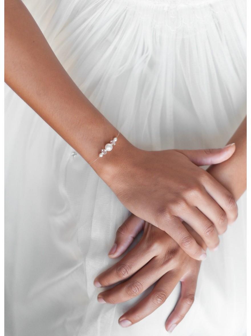 Bracelet de mariee quotinnocencequot aux perles nacrees et de for Robe pour mariage cette combinaison collier perle mariage