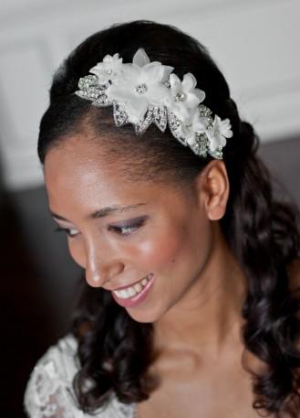 """Headband rétro """"Béatrice"""" avec motif strassé et fleurs de soie"""