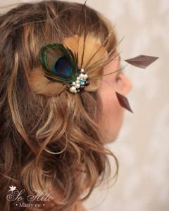 accessoire cheveux mariage rétro avec plumes de paon, perles et cristaux