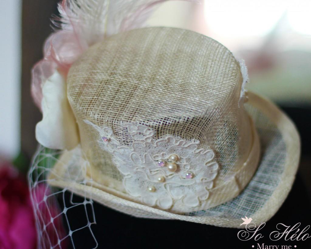 détails chapeau de mariage avec dentelle de Calais brodée