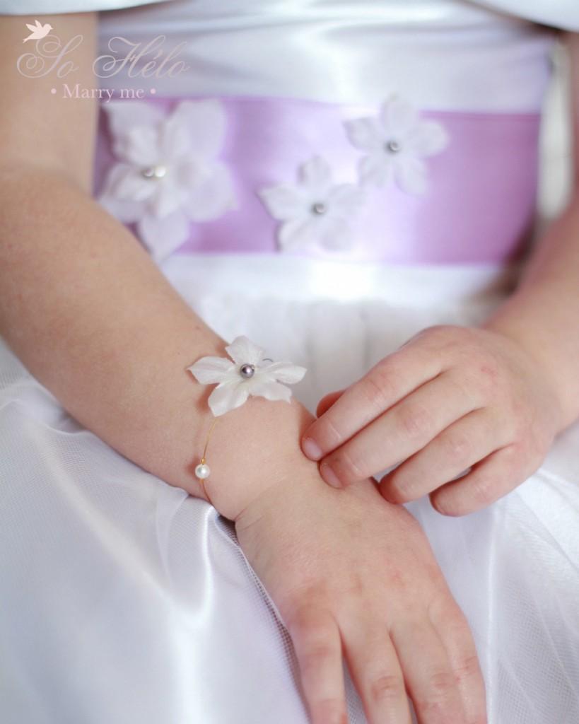 bracelet enfant avec petite fleur de soie et perle