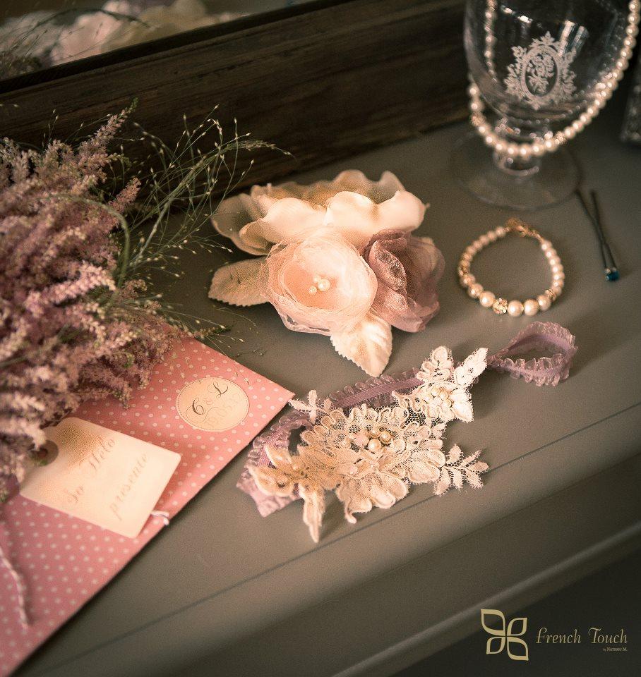 Mise en scène rétro/ shabby chic avec bibi fairepart, jarretière bijoux mariage