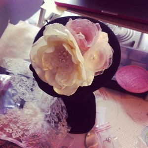 bibi mariée rétro 3 fleurs brodées dentelles