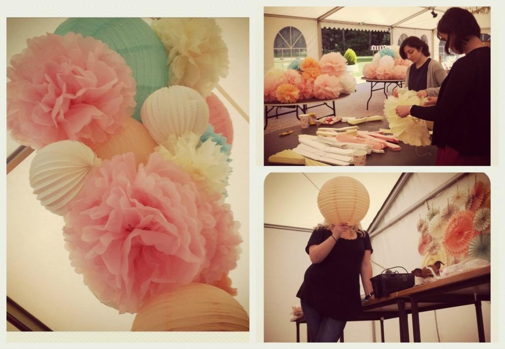 préparatifs mariage salle avec pompons en papier de soie