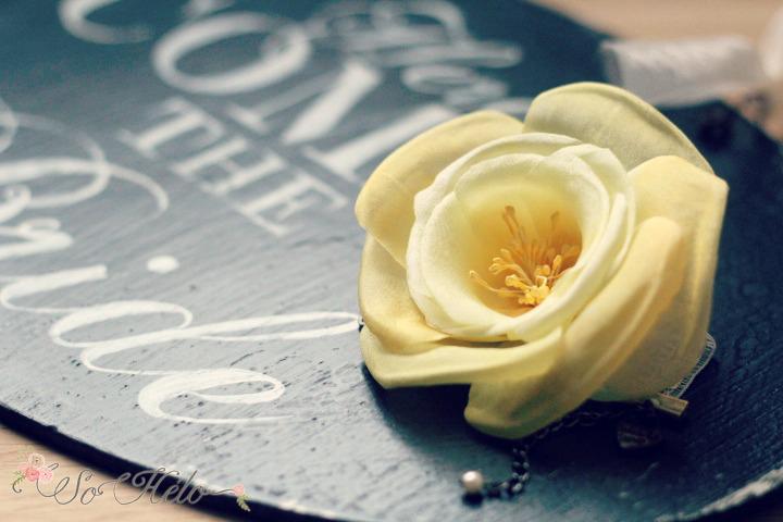 bracelet mariée rose en soie jaune