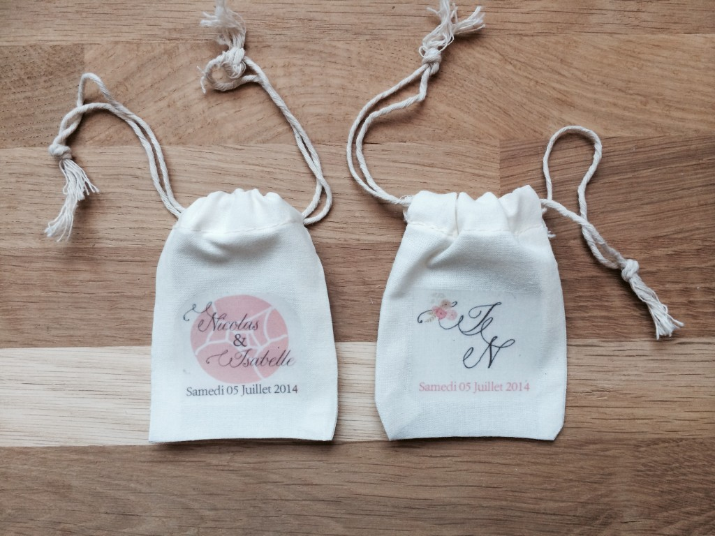 petit pochon sac dragée coton personnalisés avec initiales mariés