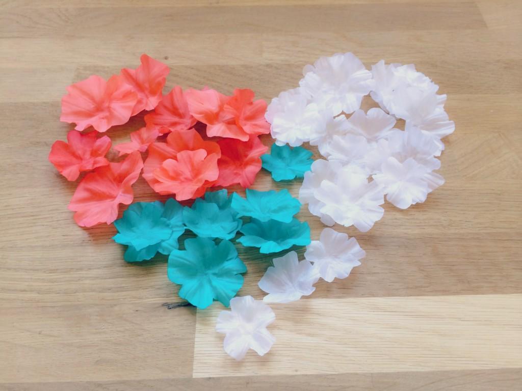 petites fleurs en soie teintes