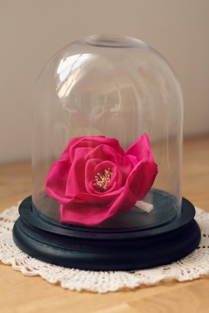 accessoire cheveux mariée fleur en soie fushia sous cloche