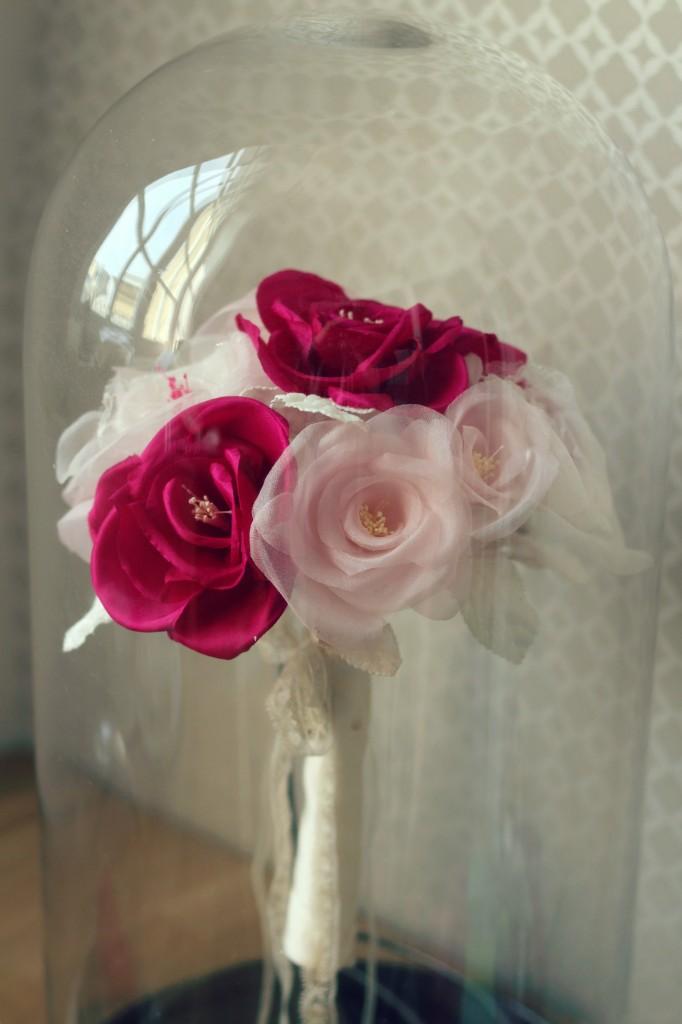 bouquet de mariée en soie sous cloche en verre
