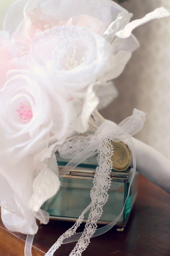 pendentif à ouvrir souvenir manche bouquet de mariée éternelle soie et dentelle