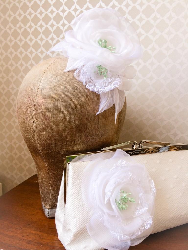 accessoires cheveux mariée fleurs soie et pochette mariage plumetis