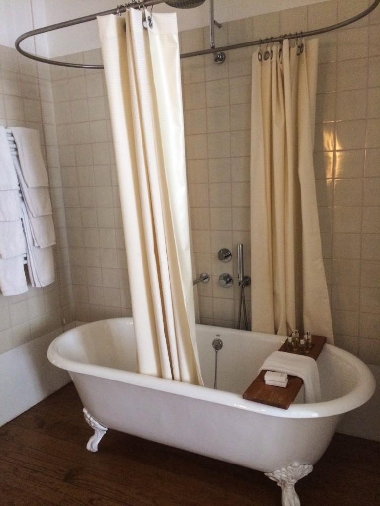 baignoire rétro hôtel Rosa Et Al Townhouse Porto-Portugal