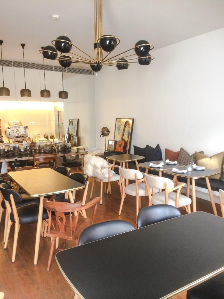 salle brunch petit déjeuner décoration esprit scandinave hôtel Rosa Et Al Townhouse Porto-Portugal