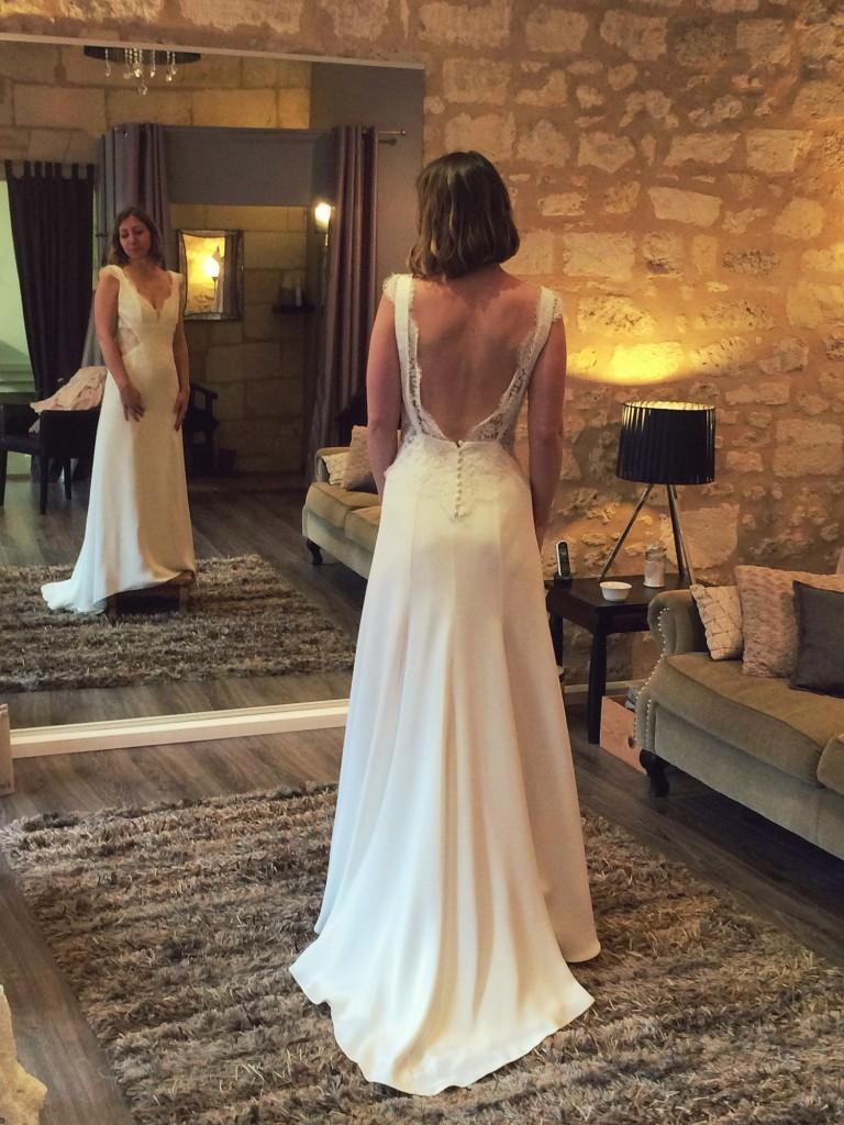 Indiscrétion collection 2016 confidentiel création robe de mariée modèle Ana avec dos nus 2