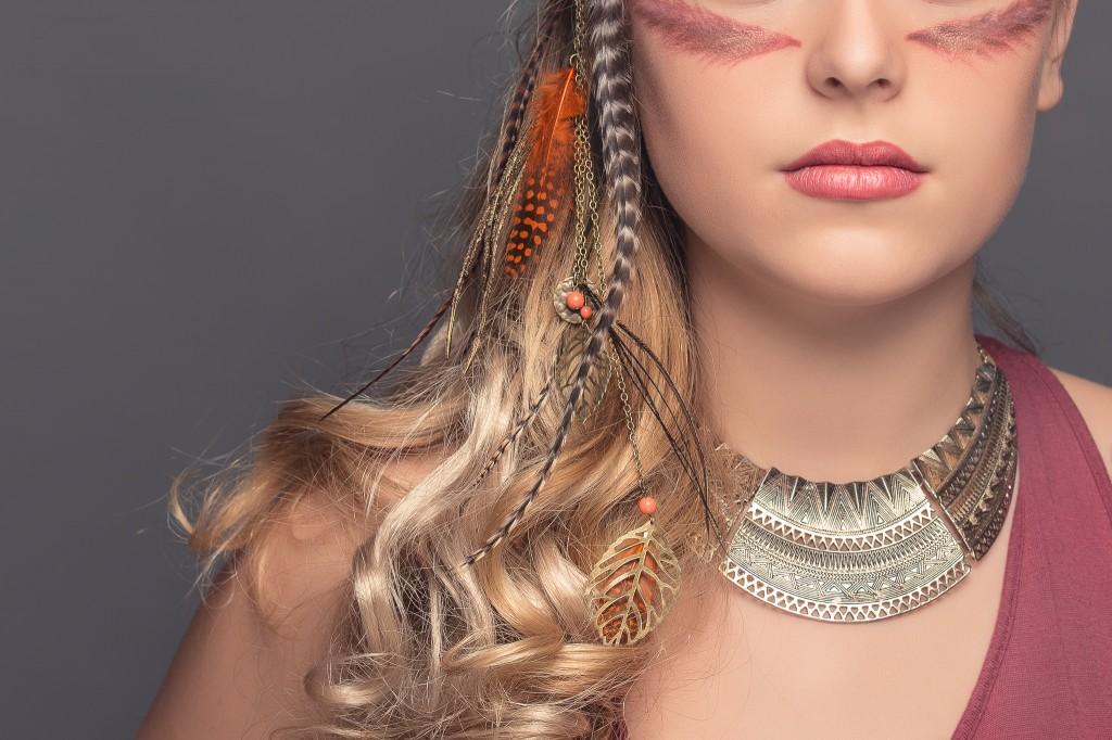 Axelle B. collection haute coiffure 2015 bijou de cheveux en plumes ethniques