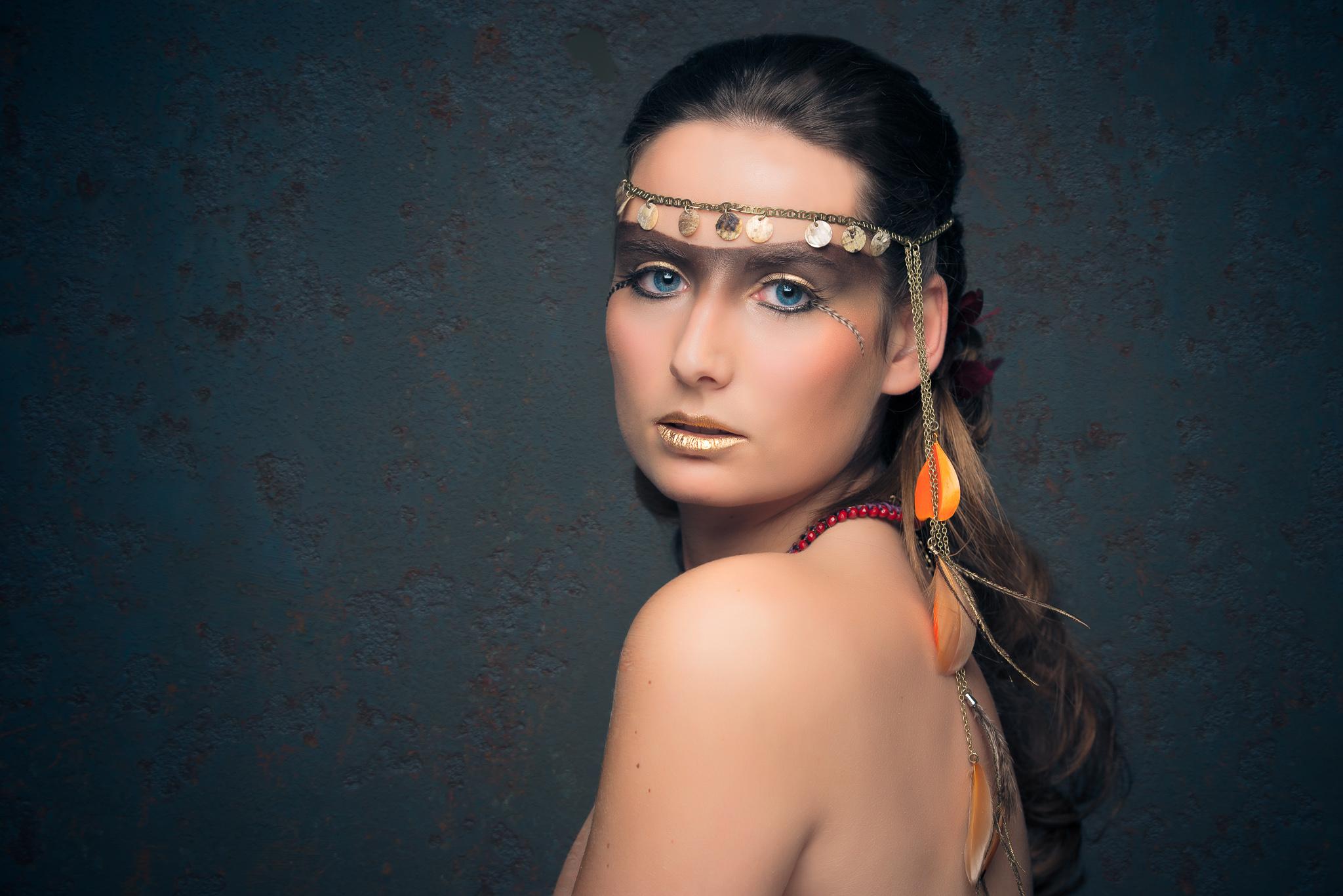 Axelle B. collection haute coiffure 2015 headband sequin esprit indien avec  plumes