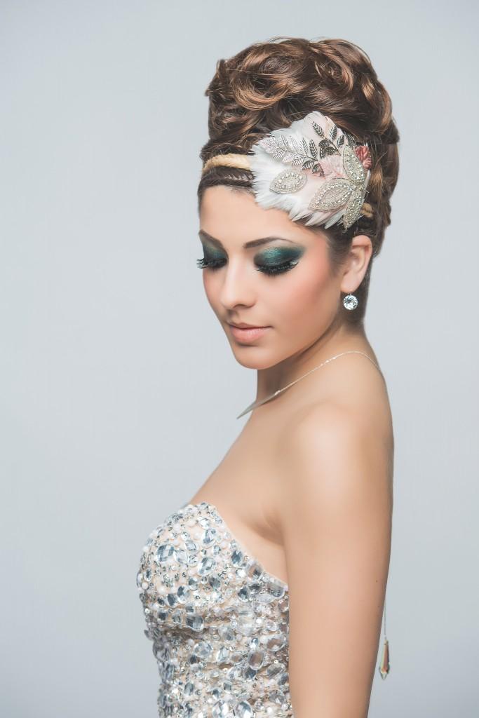 Axelle B. collection haute coiffure 2015 serre tête plumes et cristaux avec collier de dos