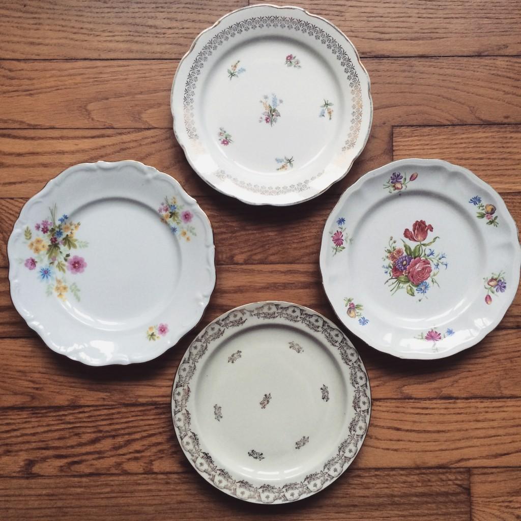 assiettes vaisselle vintage porcelaine dorure et fleurs mariage