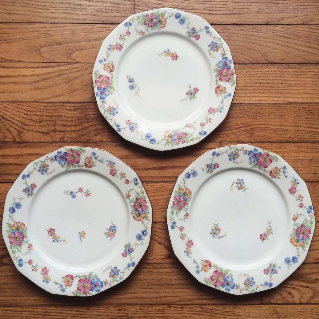 assiettes vaisselles vintage porcelaine de Limoges dorure et fleurs poru mariage rustique champêtre