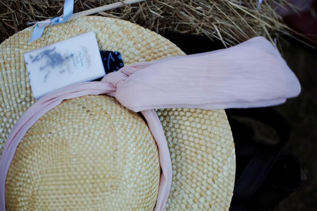 Chapeau paille mouchoirs cérémonie mariage champêtre