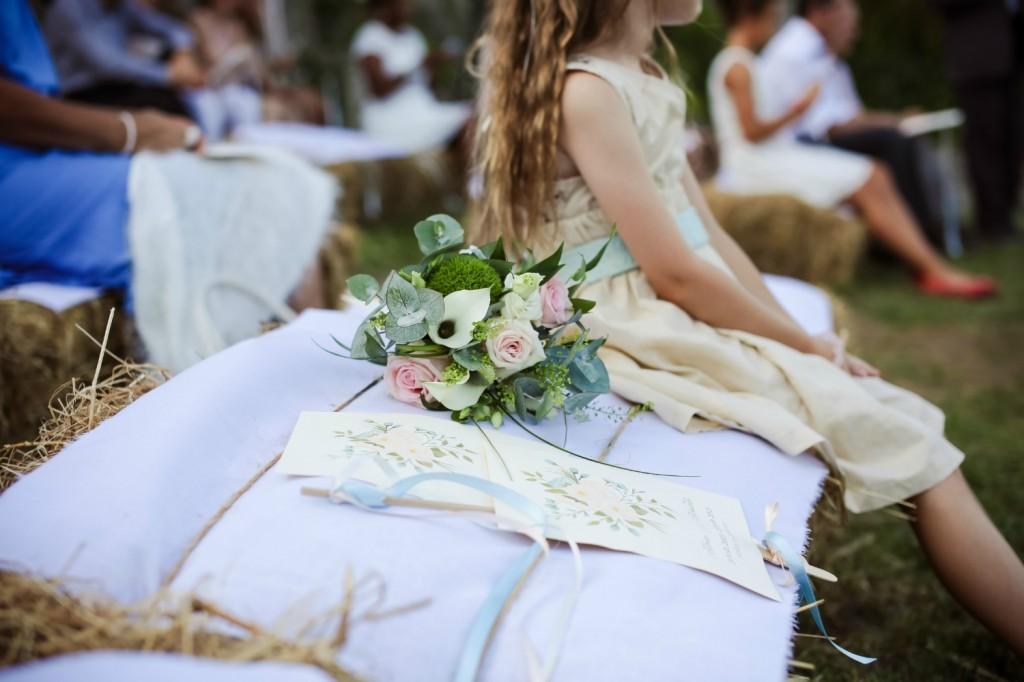 cérémonie laïque jardin bottes de paille