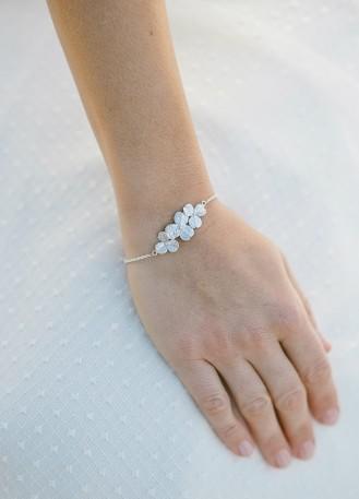 """Bracelet mariage """"Inès"""" avec joli trio de fleurs"""