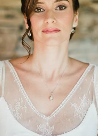 """Nina"" collier de mariée avec pendentif goutte serti"