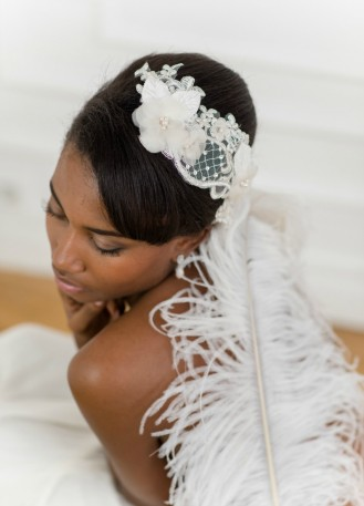 """Ornement de cheveux mariée """"Faustine"""" avec fleurs en soie et dentelle faite à la main"""