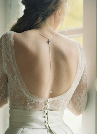 """""""Laura"""" Collier de mariée avec long bijou robe dos nu"""