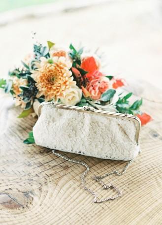 Pochette mariée/sac à main en soie et dentelle rebrodée