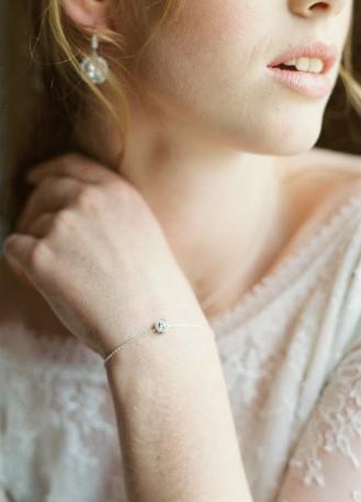 """Bracelet mariage """"Clémence"""" avec pierre sertie fine et discrète"""