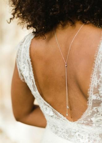 """""""Eugénie"""" collier de dos pour mariée avec pendentif discret"""