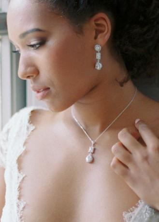 """""""Fantine"""" collier de mariée avec pendentif cabochon et sertis rétro"""