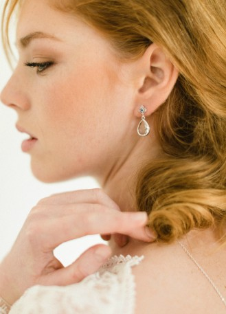 """Boucles d'oreilles mariée """"Juliette"""" au charme rétro quelque chose de bleu"""
