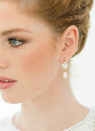 """Boucles d'oreilles mariée """"Sarah"""" avec sertis retro et perles nacrées"""