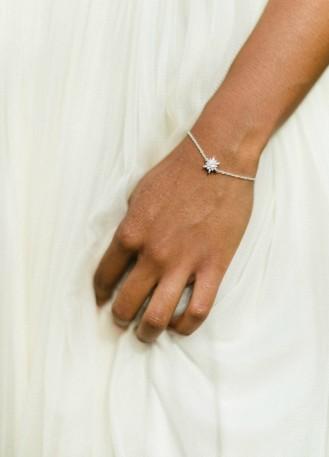 "Bracelet mariage ""Eugénie"" avec serti fleuri et discret"
