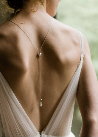 collier dos femme
