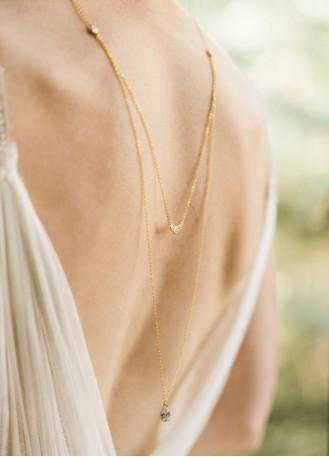 """""""Clara"""" Collier de mariée avec pendentif et dos en cristal"""
