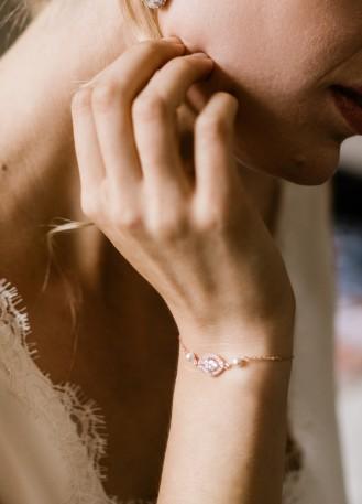 """Bracelet mariage """"Cloé"""" avec serti et perles nacrées discrètes"""