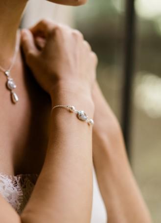 """Bracelet mariage """"Iseult"""" avec serti rétro et perles nacrées"""