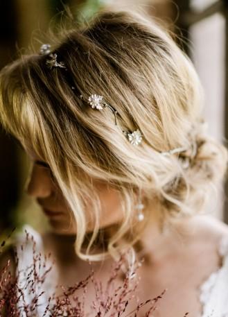 "Headband mariée bohème ""Lysea"" avec fleurs et cristaux"