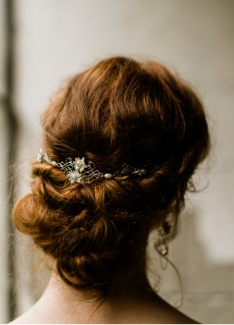 """Ornement de cheveux mariée """"Luce"""" avec fleurs et arabesques"""