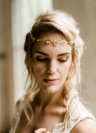 """Headband """"Pétronille"""" avec estampes et cristaux au charme rétro"""