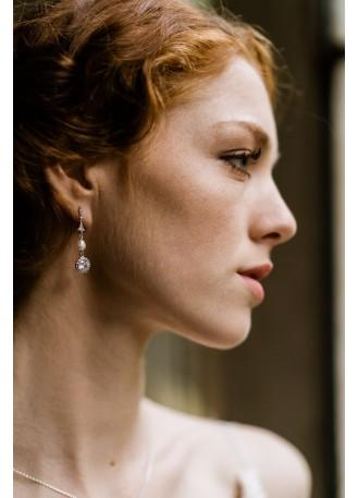 """Boucles d'oreilles mariée """"Sanya"""" avec perles d'eau douce et sertis rétros"""